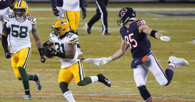 Bears drop another to the Packers, but still slide into playoffs